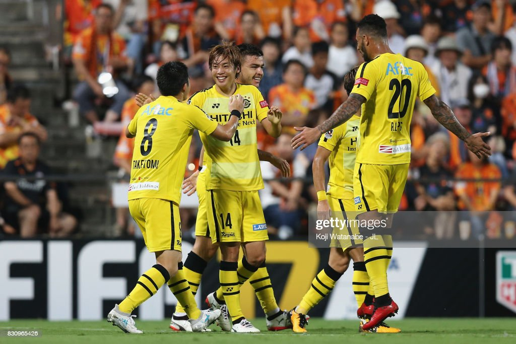 Junya Ito (2nd L) of Kashiwa Reysol celebrates scoring the opening goal with his team mates during the J.League J1 match between Shimizu S-Pulse and Kashiwa Reysol at IAI Stadium Nihondaira on August 13, 2017 in Shizuoka, Japan.