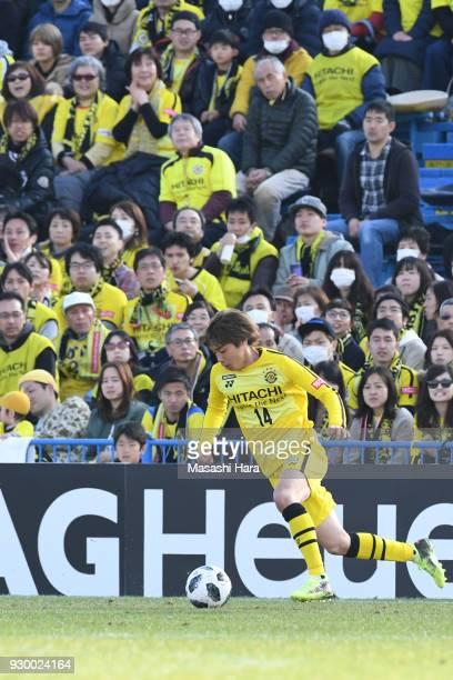 Junya Ito of Kashiwa Reysol in action during the JLeague J1 match between Kashiwa Reysol and Cerezo Osaka at Sankyo Frontier Kashiwa Stadium on March...