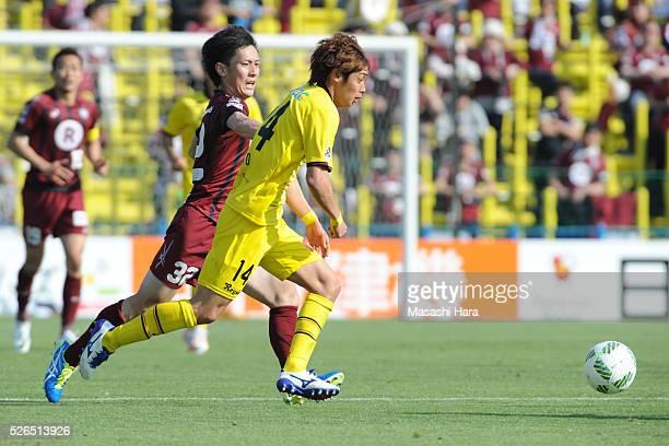 Junya Ito of Kashiwa Reysol in action during the JLeague match between Kashiwa Reysol and Vissel Kobe at the Hitachi Kashiwa soccer stadium on April...