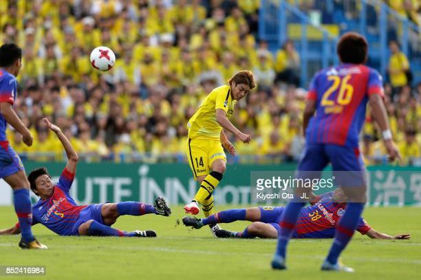 Junya Ito of Kashiwa Reysol is challenged by Yuichi Maruyama and Keigo Higashi of FC Tokyo during the JLeague J1 match between Kashiwa Reysol and FC...