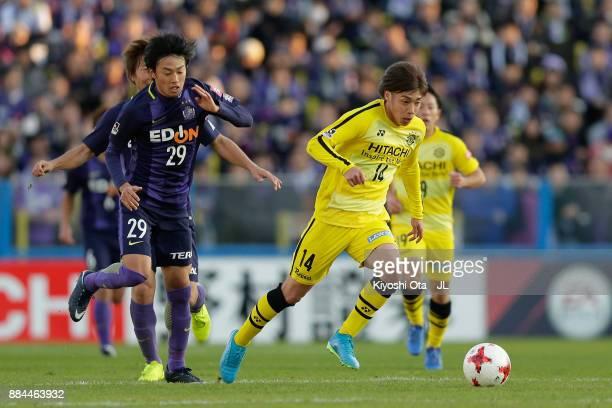 Junya Ito of Kashiwa Reysol runs past Tsukasa Morishima of Sanfrecce Hiroshima during the JLeague J1 match between Kashiwa Reysol and Sanfrecce...