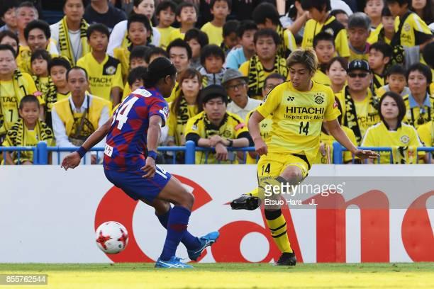 Junya Ito of Kashiwa Reysol takes on Yusuke Tanaka of Ventforet Kofu during the JLeague J1 match between Kashiwa Reysol and Ventforet Kofu at Hitachi...