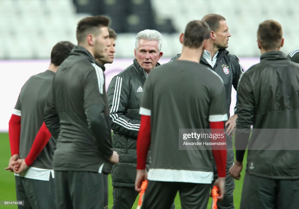 Jupp Heynckes manager of Beyern Muenchen speaks with his players during a Bayern Muenchen training session ahead of their UEFA Champions League round of 16 match against Besiktas at Vodafone Park on March 13, 2018 in Istanbul, Turkey.