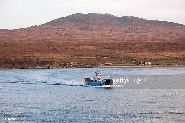 ferry isla de jura - theasis fotografías e imágenes de stock