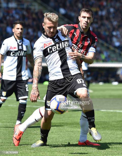 Juraj Kucka of Parma Calcio and Alessio Romagnoli of AC Milan in action during the Serie A match between Parma Calcio and AC Milan at Stadio Ennio...