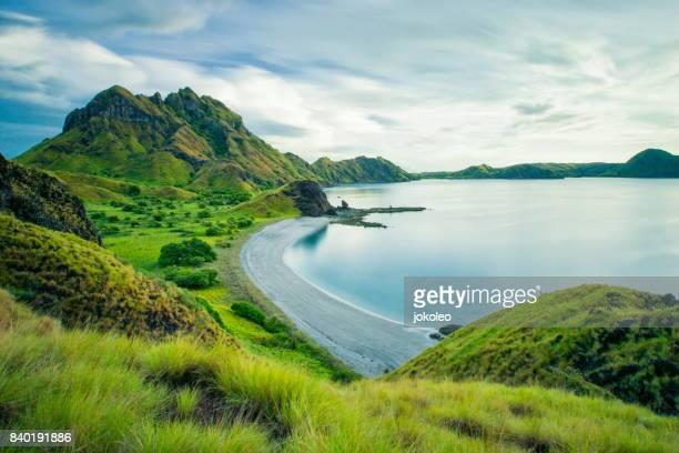 jurassic island, komodo national park, indonesia - flores indonesia fotografías e imágenes de stock