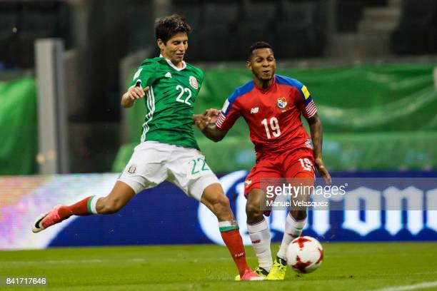 Jurgen Damm of Mexico struggles for the ball with Alberto Quintero of Panama during the match between Mexico and Panama as part of the FIFA 2018...