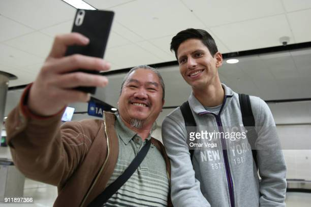 Jurgen Damm of Mexico takes a selfie with a fan during the arrival of the Mexico National Team at San Antonio International Airport on January 29...