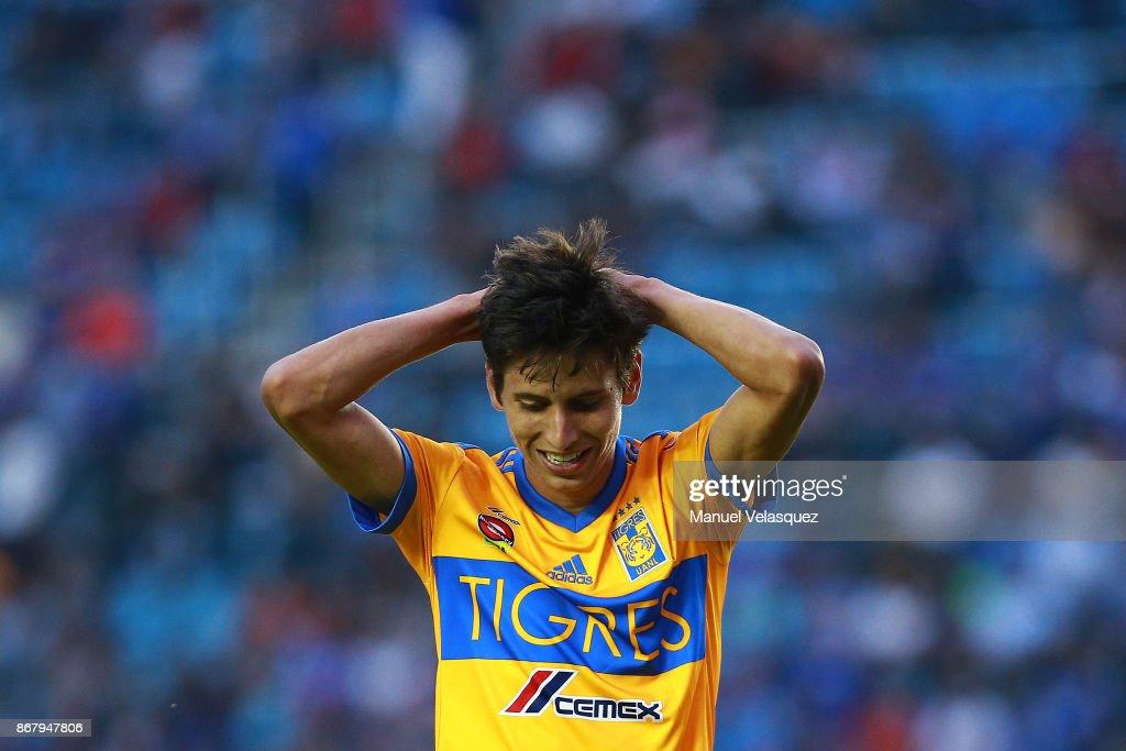 Cruz Azul v Tigres UANL - Torneo Apertura 2017 Liga MX : News Photo