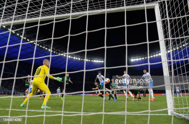 Jurgen Ekkelenkamp of Hertha Berlin scores their team's first goal during the Bundesliga match between Hertha BSC and SpVgg Greuther Fürth at...