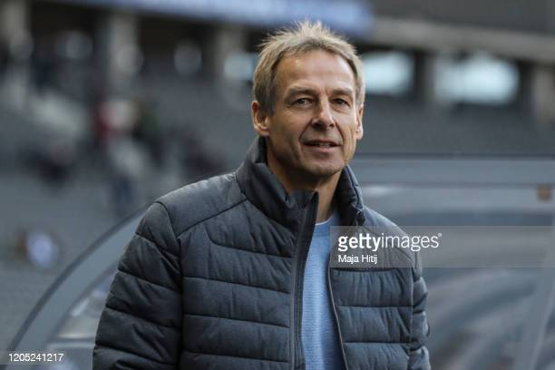 Jurgen Klinsmann head coach of Hertha Berlin looks on prior to the Bundesliga match between Hertha BSC and 1 FSV Mainz 05 at Olympiastadion on...