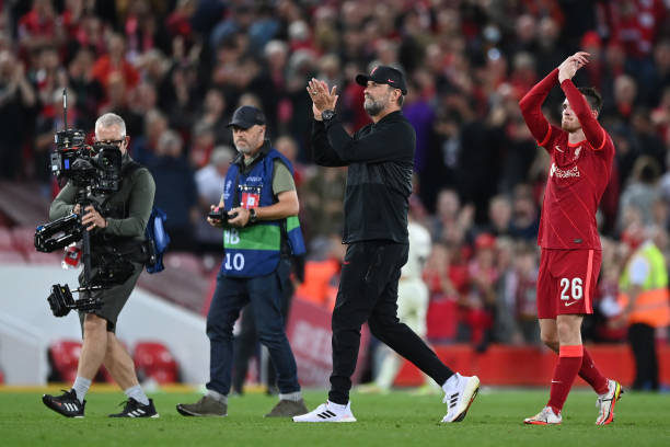 Jurgen Klopp, Manager of Liverpool applauds fans after the UEFA Champions League group B match between Liverpool FC and AC Milan at Anfield on...