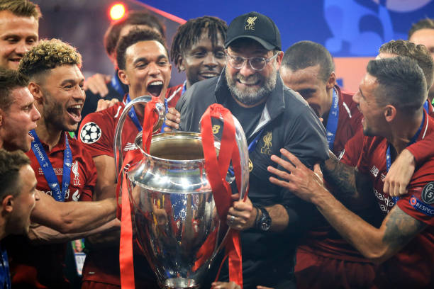 LIGUE DES CHAMPIONS UEFA 2018-2019//2020-2021 - Page 12 Jurgen-klopp-manager-of-liverpool-celebrates-with-the-trophy-among-picture-id1147419842?k=6&m=1147419842&s=612x612&w=0&h=-4QkSxbvb6a9E8zIit-a5Bfy_qdRf7S39bkdvpNppO4=