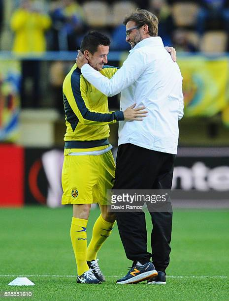 Jurgen Klopp manager of Liverpool embraces Antonio Rukavina of Villarreal prior to the UEFA Europa League semi final first leg match between...