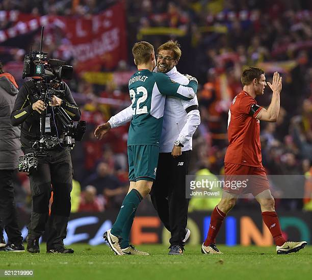 Jurgen Klopp manager of Liverpool embraces Simon Mignolet of Liverpool at the end of the UEFA Europa League Quarter Final Second Leg match between...