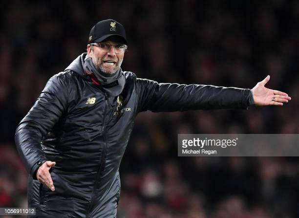 Jurgen Klopp Manager of Liverpool gives his team instructions during the Premier League match between Arsenal FC and Liverpool FC at Emirates Stadium...