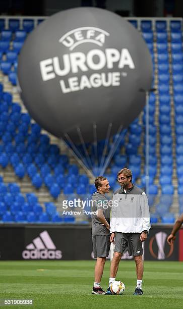 Jurgen Klopp manager of Liverpool talks with Lucas Leiva during the training session ahead of the UEFA Europa League Final at St JakobPark on May 17...
