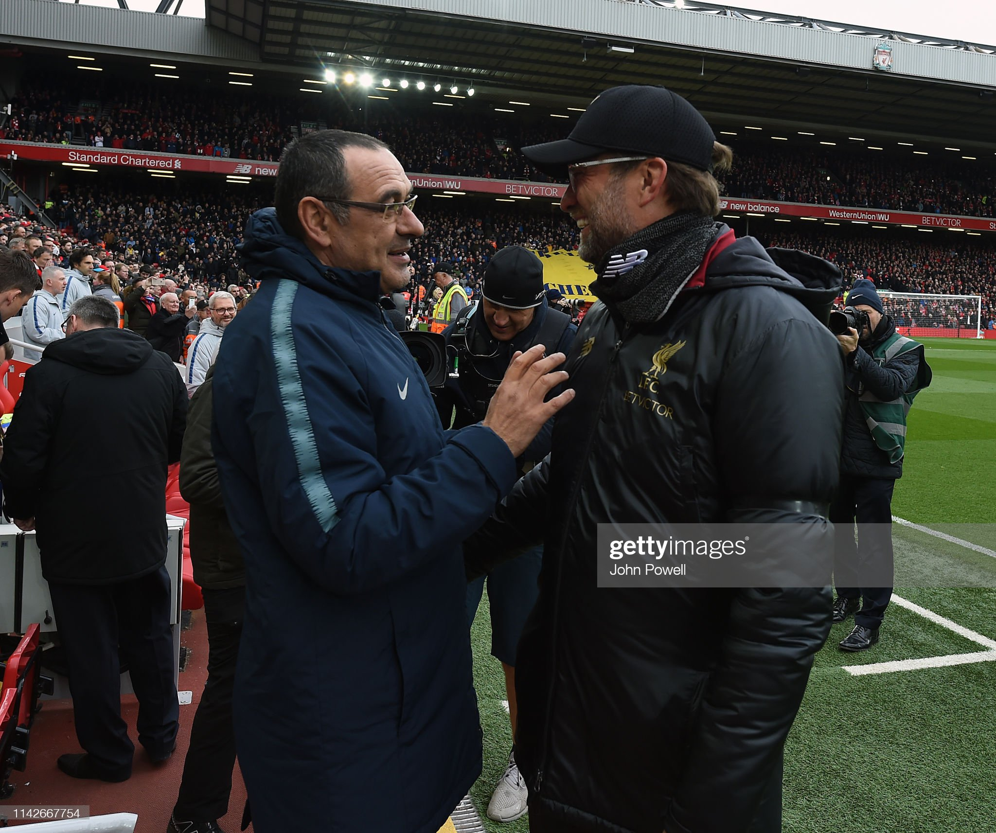 ¿Cuánto mide Maurizio Sarri? - Altura - Real height Jurgen-klopp-manager-of-liverpool-with-chelseas-maurizio-sarri-during-picture-id1142667754?s=2048x2048