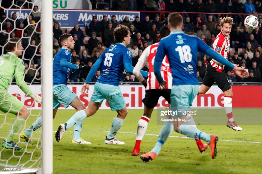 Jurgen Mattheij of Excelsior, Luuk de Jong of PSV during the Dutch Eredivisie match between PSV v Excelsior at the Philips Stadium on February 7, 2018 in Eindhoven Netherlands
