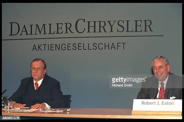 Jurgen SchremppRobert JEaton announce the birth of DaimlerChrysler