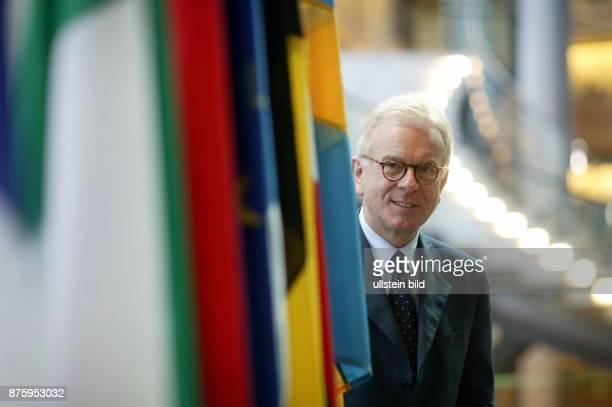 Jurist, Politiker, CDU; D Fraktionsvorsitzender der Europäischen Volkspartei und der Europäischen Demokraten im Europäischen Parlament Porträt mit...