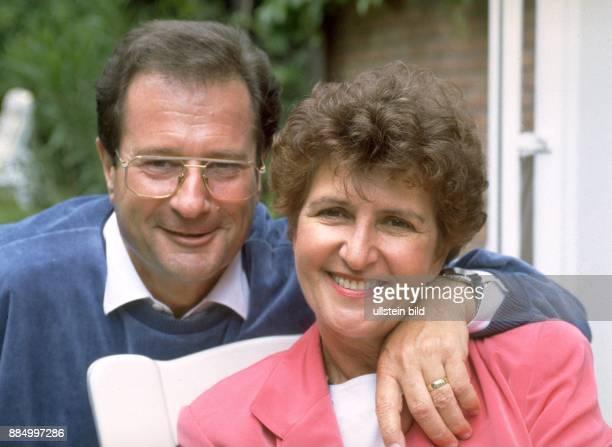 Jurist Politiker FDP D mit seiner Ehefrau Ursula Porträt
