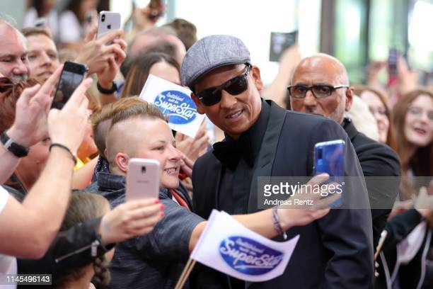 Juror Xavier Naidoo takes selfies with fans during the season 16 finals of the tv competition show Deutschland sucht den Superstar at Coloneum on...
