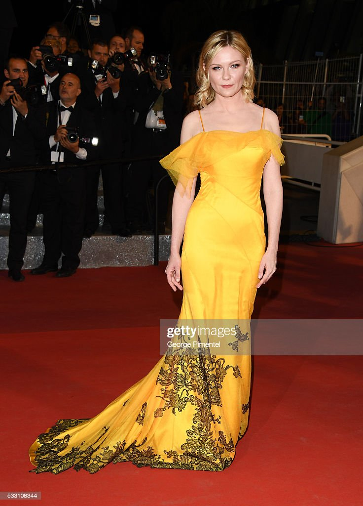 """""""The Neon Demon"""" - Red Carpet Arrivals - The 69th Annual Cannes Film Festival : News Photo"""