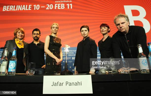 Jury members Jan Chapman Aamir Khan Nina Hoss Isabella Rossellini Sandy Powell and Guy Maddin attend the International Jury press conference during...