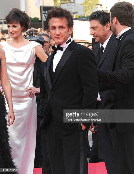 """Jury President Sean Penn arrives at the """"Blindness"""" premiere during the 61st Cannes International Film Festival on May 14, 2008 in Cannes, France."""