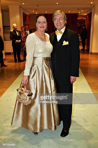 Jurymitglied Christian Wolff Mit Ehefrau Marina Bei Verleihung Der Familienmanagerin 2004 Im Hotel Intercontinental In Berlin