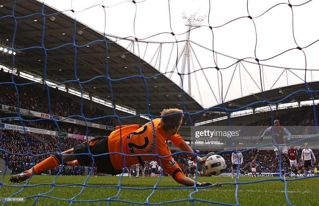 Bolton Wanderers v Aston Villa - Premier League : News Photo