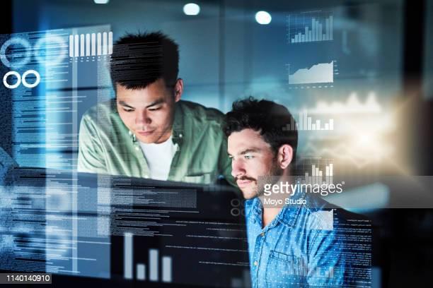 solo un paio di programmatori - programmatore di computer foto e immagini stock
