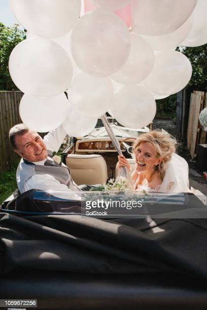 just married - newlywed stock pictures, royalty-free photos & images