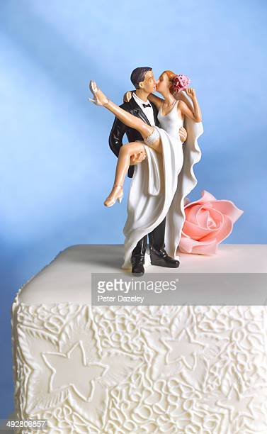 just married wedding cake figurine - figurine stock pictures, royalty-free photos & images