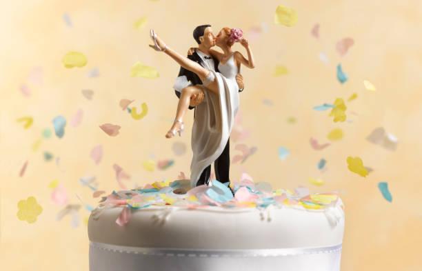 Just married wedding cake figurine
