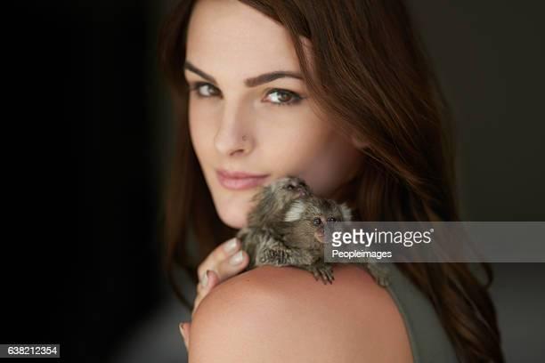 just me and my pygmy marmosets - femme poil photos et images de collection
