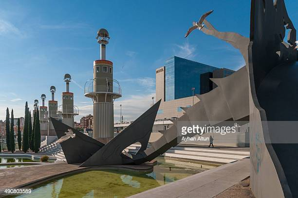 CONTENT] Just south of the Estacio Sants a large railway station is the strangely modernist Parc de l'Espanya Industrial The park has an unusual...