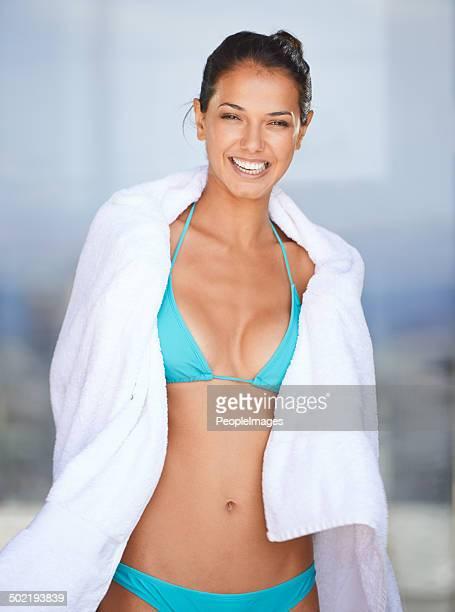 just wrapped up her swimming session - haar naar achteren stockfoto's en -beelden