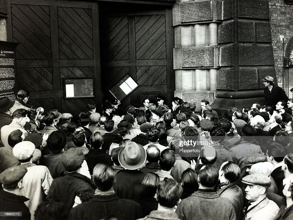 Justice, Capital Punishment, Great Britain, pic: 28th January 1953, A large crowd gathered at Wandsworth Prison, London, to learn of the execution of Derek Bentley