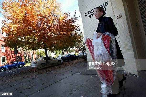 Justice Deparment worker Antoni Furr of Dunkirk MD leaves with her genie costume the morning of Halloween 31 October 2003 on Capitol Hill in...