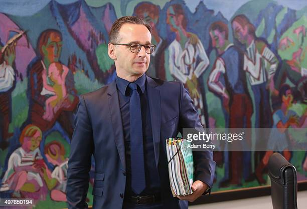 Justice Minister Heiko Maas arrives for the weekly German federal Cabinet meeting on November 18 2015 in Berlin Germany High on the meeting's agenda...