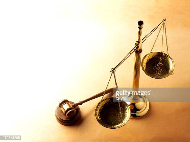 justice scale and gavel - equal arm balance stock pictures, royalty-free photos & images