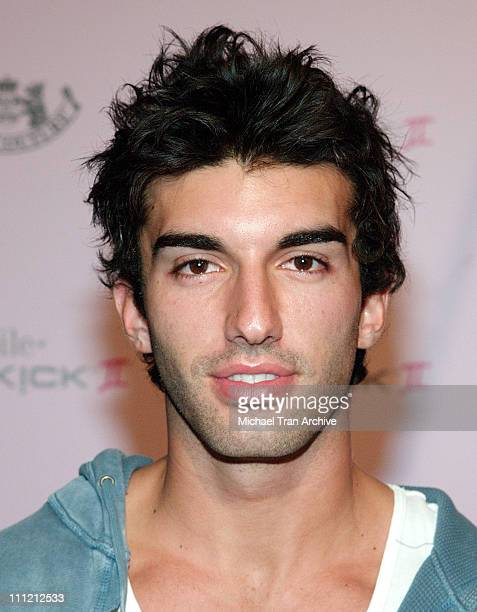 Justin Baldoni during T-Mobile Limited Edition Sidekick II Launch - Arrivals at T-Mobile Sidekick II City in Los Angeles, California, United States.