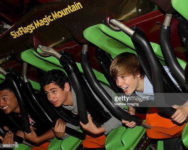 COVERAGE*** Justin Bieber and friends visit Six Flags Magic Mountain on May 8 2010 in Valencia California