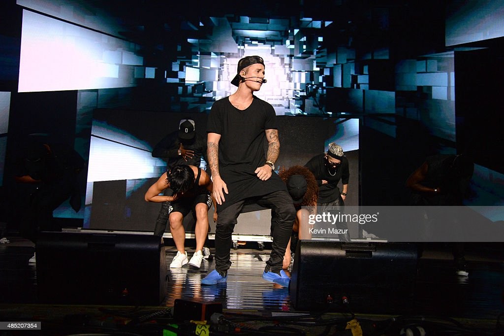 Justin Bieber performs onstage during Billboard Hot 100 Festival at Nikon at Jones Beach Theater on August 23, 2015 in Wantagh, New York.
