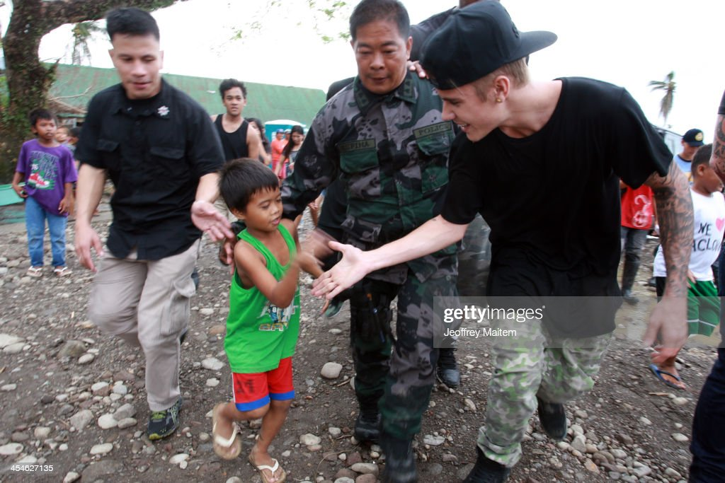 Justin Bieber Visits Areas Of Philippines Left Devastated By Typhoon Haiyan : News Photo