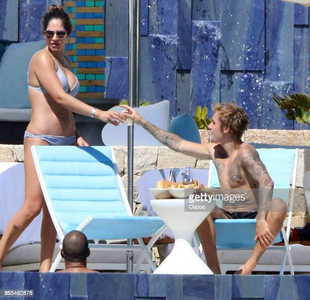 Justin Bieber toasts with a friend on October 13 2017 in Los Cabos Mexico