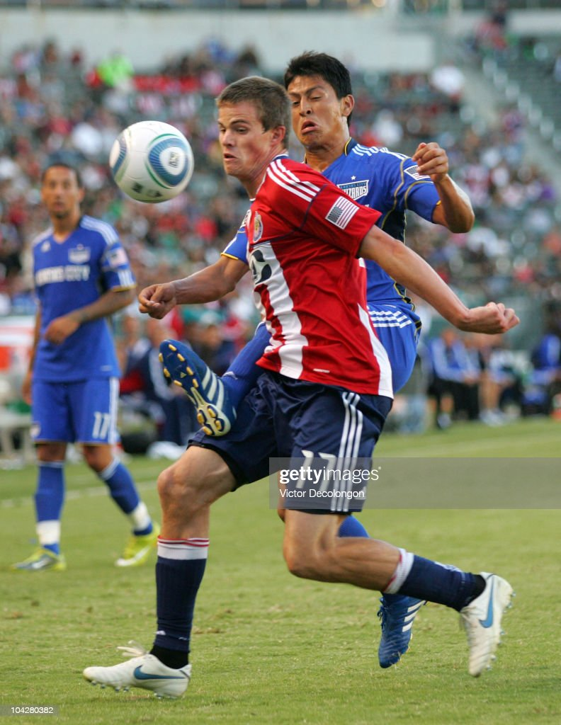 Justin Braun #17 of Chivas USA wins position to the ball against Roger Espinoza #17 of the Kansas City Wizards during their MLS match at The Home Depot Center on September 19, 2010 in Carson, California. The Wizards defeated Chivas USA