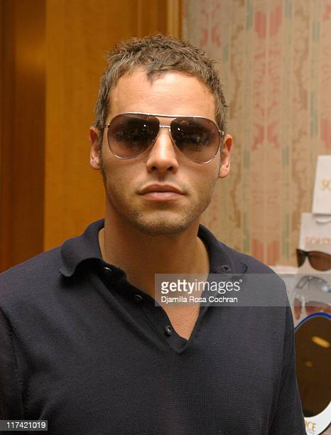 Justin Chambers wearing Marc Jacobs 16S Sunglasses